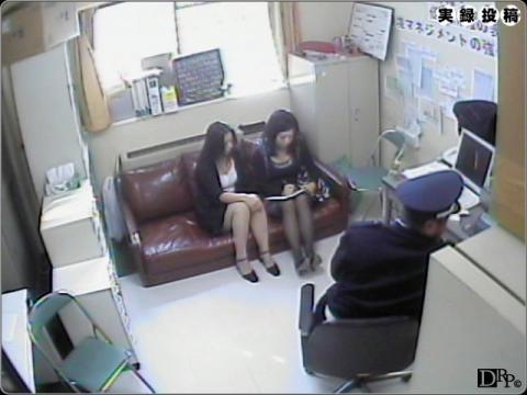 人妻が万引きで捕まり代償として警備員に脅迫レイプされる無修正ビデオ!